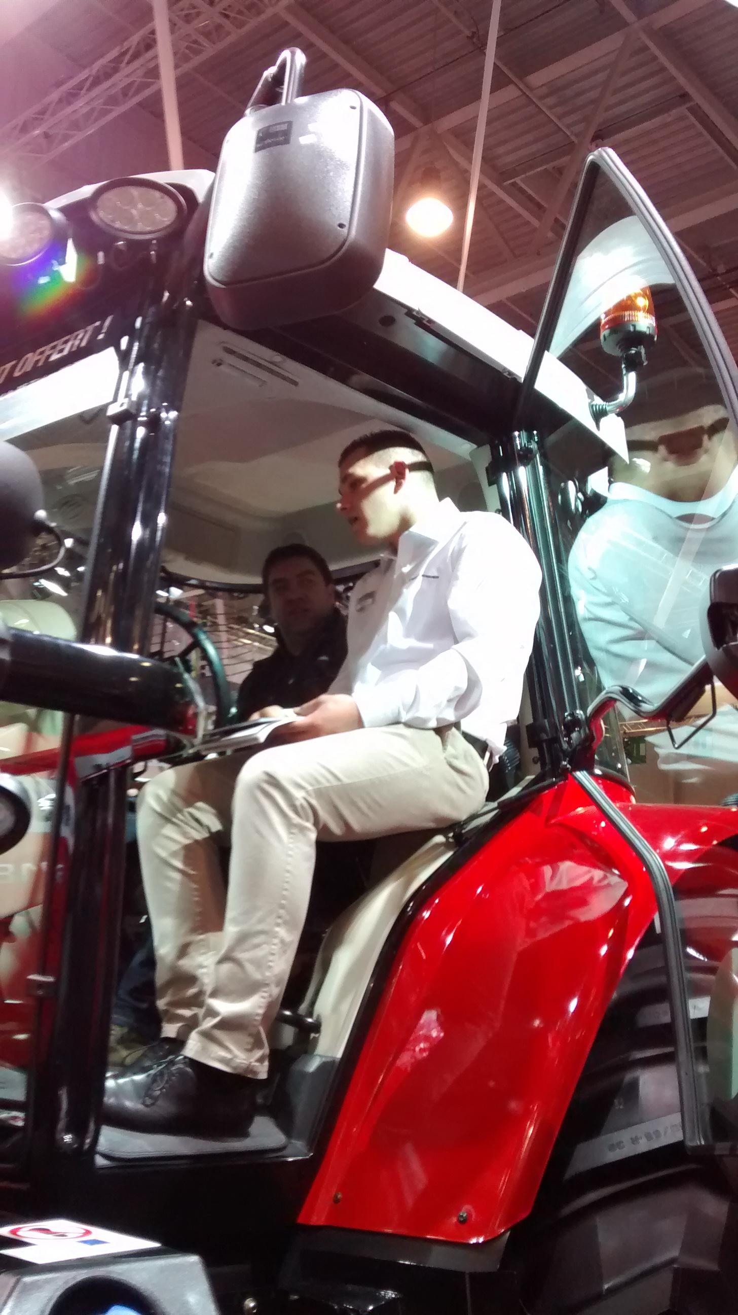 Les bts tsma en stage au salon international de la machine for Salon de la machine agricole